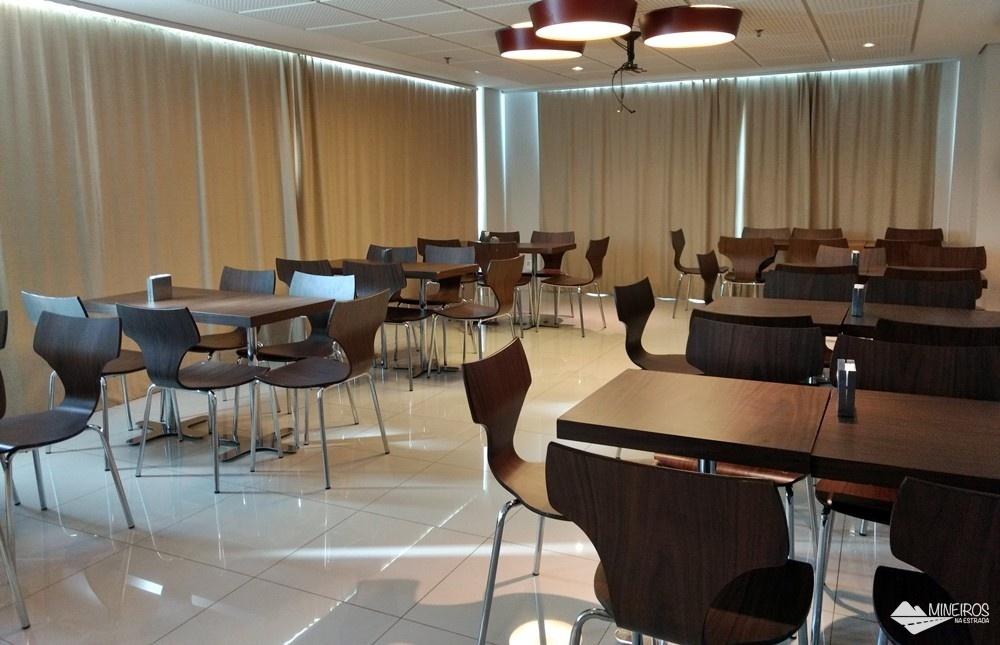 Restaurante do Ramada Encore Minascasa, um hotel localizado na Avenida Cristiano Machado, em Belo Horizonte, que tem como proposta uma hospedagem essencial: o conforto necessário, sem luxos, a um preço acessível.