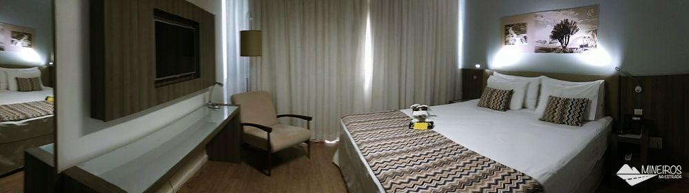 Quarto superior do Pampulha Design Hotel, um hotel localizado na orla da Lagoa da Pampulha, em Belo Horizonte.
