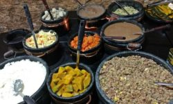 Buffet do Restaurante Tiradentes, em Ouro Preto, que serve comida barata e gostosa.