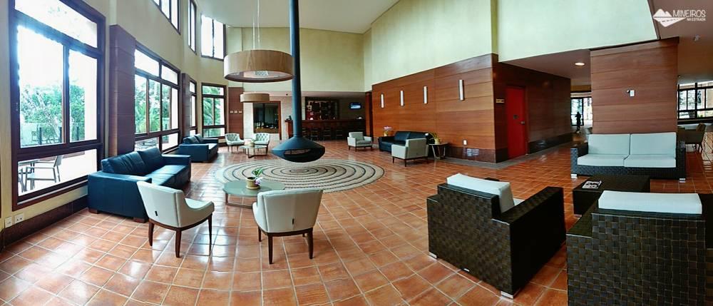 Sala de estar com lareira do Bristol Vista Azul, hotel em Domingos Martins, região das montanhas capixabas.