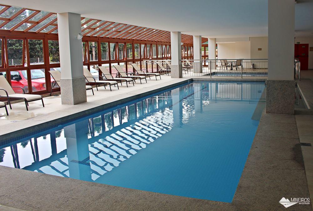 Piscinas internas do Bristol Vista Azul, hotel em Domingos Martins, região das montanhas capixabas.