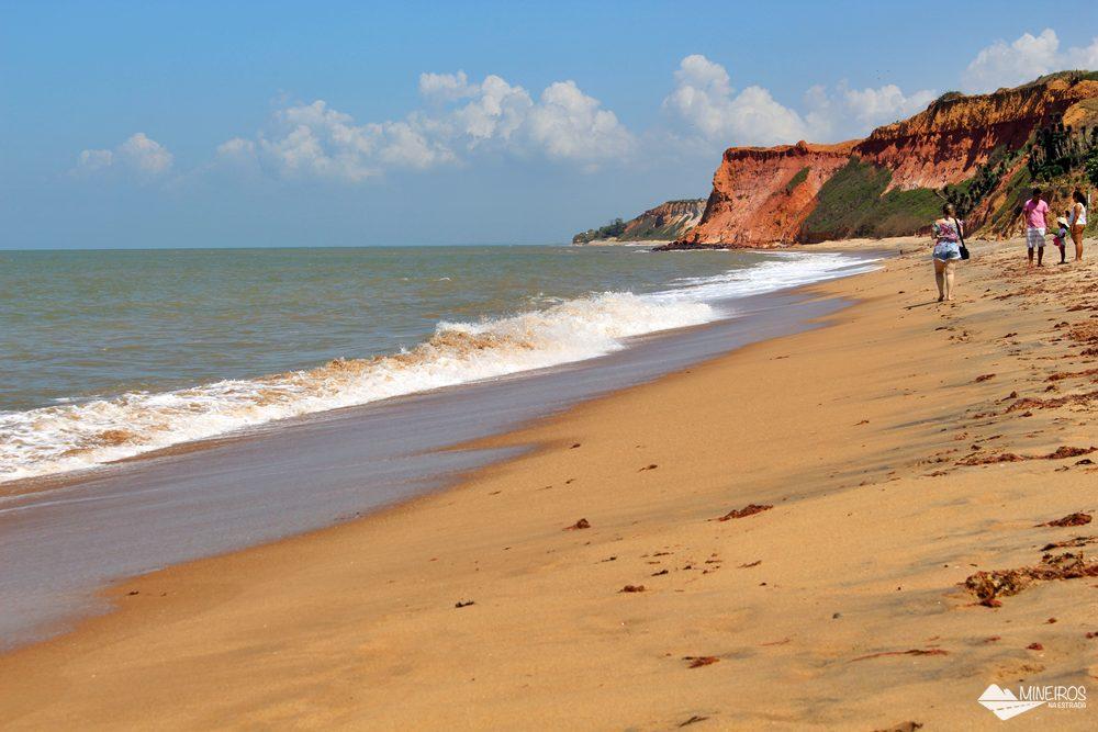 Praia das Falésias, em Marataízes, sul do Espírito Santo.