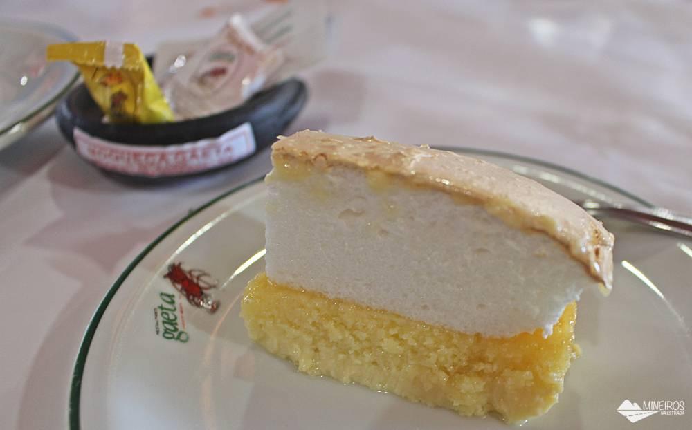 Torta de coco do Restaurante Gaeta, famoso pelo moquequeiro Nhozinho Matos. O restaurante fica em Meaípe, Guarapari.