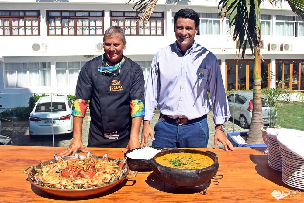 Chef GIlson Surrage e Paulo Maia, gerente do Hotel Espadarte, em Iriri, em Anchieta, Espírito Santo.