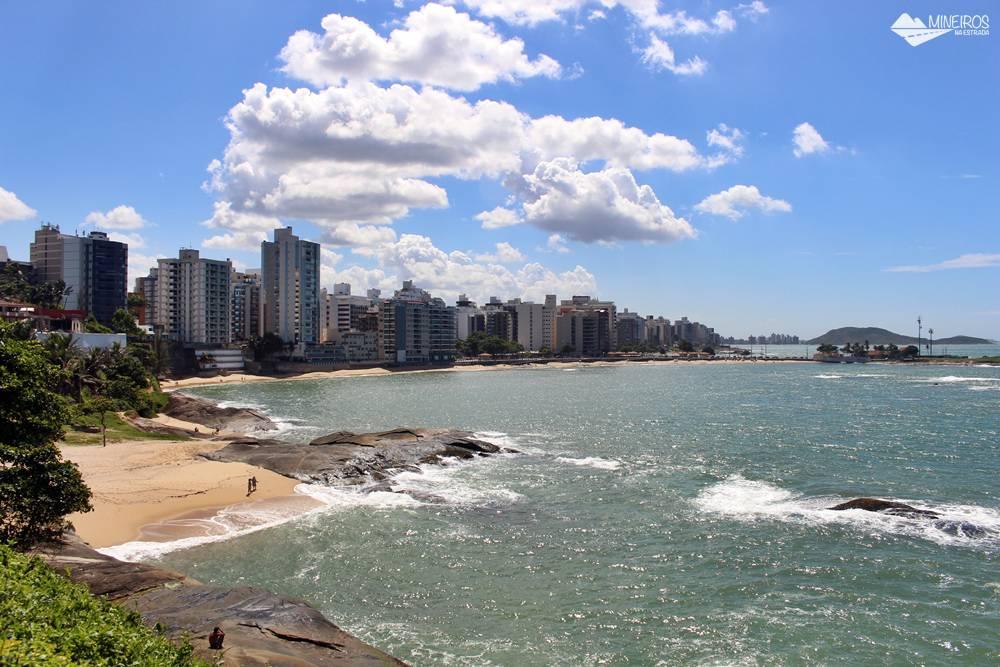 Vista do Mirante do Ipiranga, em Guarapari. Avista-se a Praia da Areia Preta, das Castanheiras e dos Namorados.