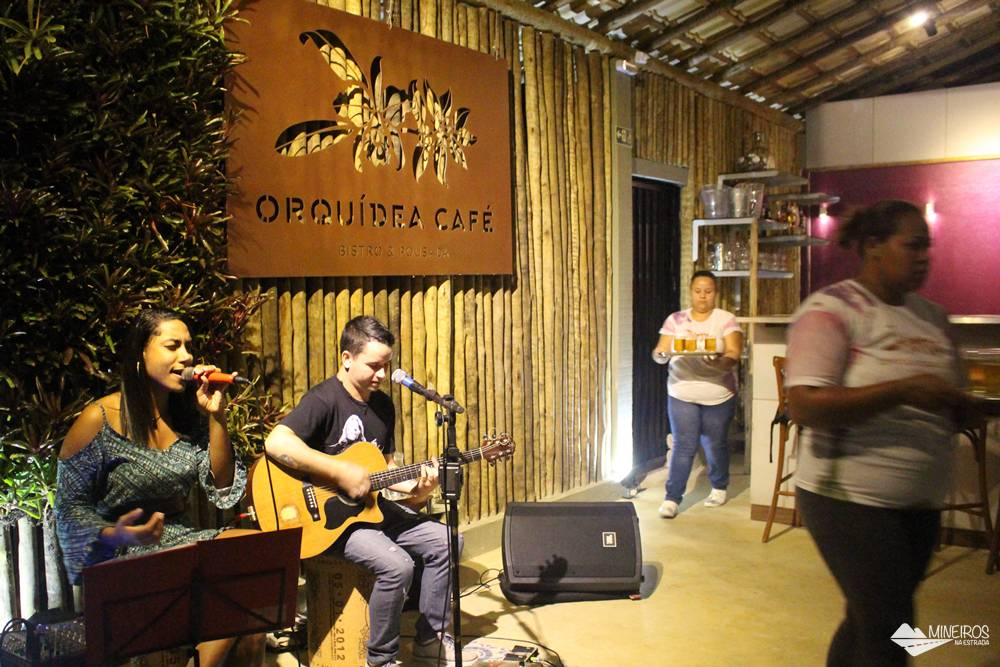 Happy hour no Orquídea Café, em Meaípe, Guarapari, Espírito Santo.