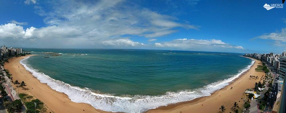 Vista panorâmica da Praia da Costa, de um quarto luxo do Quality Suítes Vila Velha,