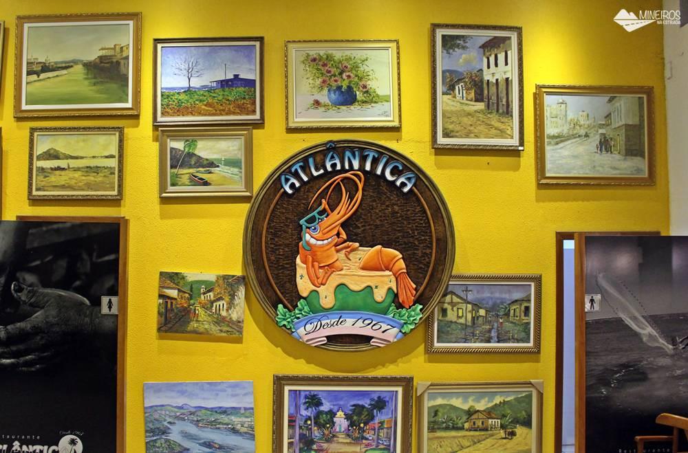 Obras de arte de autoria de Osmar Bodevan, dono do restaurante Itaparica, decoram do estabelecimento, localizado em Vila Velha, no Espírito Santo.