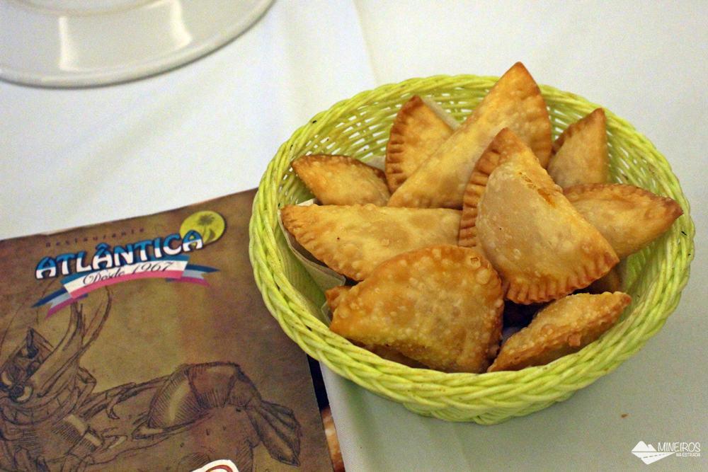 Pastéis, uma das opções de entrada do cardápio do Restaurante Atlântica, em Vila Velha, Espírito Santo.