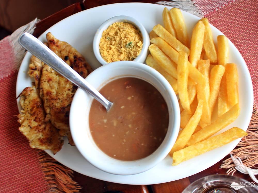 Refeição simples, caseira, gostosa e a bom preço, no Restaurante Pinheiro Velho, em Monte Verde.