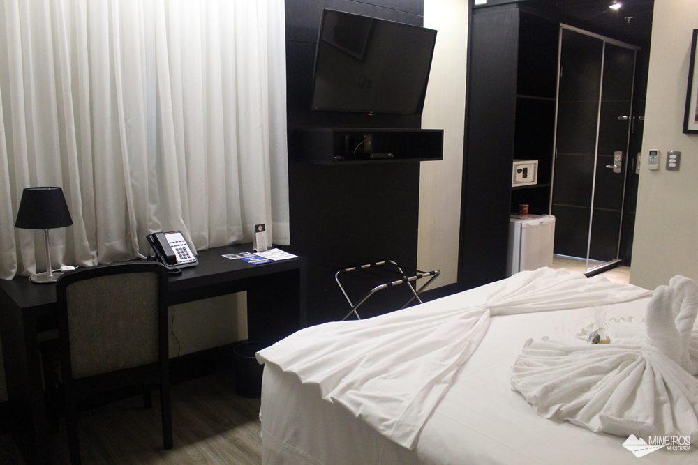 Quarto do Clan Glass Business Tower Hotel, um hotel novo e confortável na região da Savassi, em Belo Horizonte.