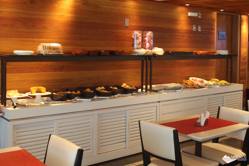 Café da manhã do Clan Glass Business Tower Hotel, um hotel novo e confortável na região da Savassi, em Belo Horizonte.