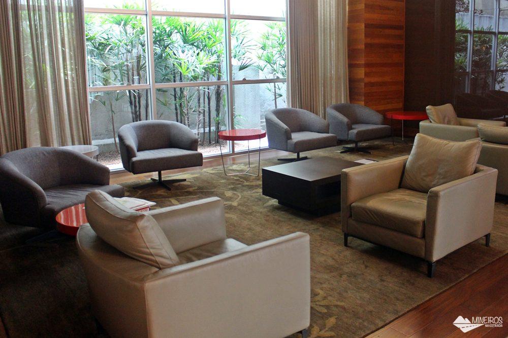 Sala de TV do Clan Glass Business Tower Hotel, um hotel novo e confortável na região da Savassi, em Belo Horizonte.