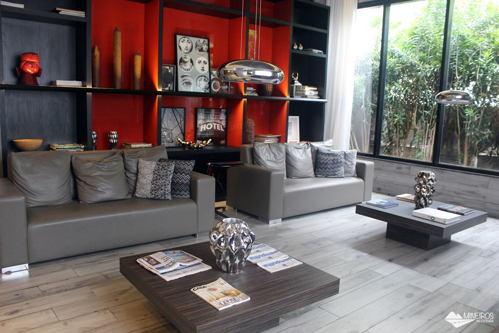 Lobby do Radisson Blu Belo Horizonte, um hotel bem localizado, na região da Savassi, com quartos confortáveis e excelente café da manhã.
