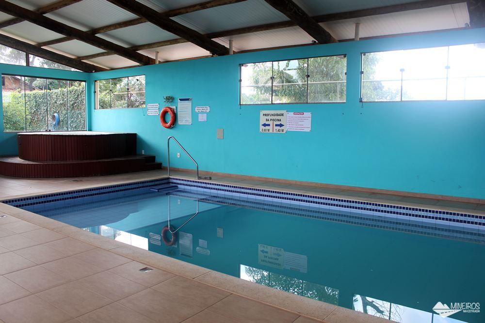 Piscina aquecida do Hotel Pousada Águas de Bonito, uma excelente opção de hospedagem em Bonito, Mato Grosso do Sul. Possui quartos confortáveis, grande área para lazer e descanso, comida boa e ótimo atendimento.