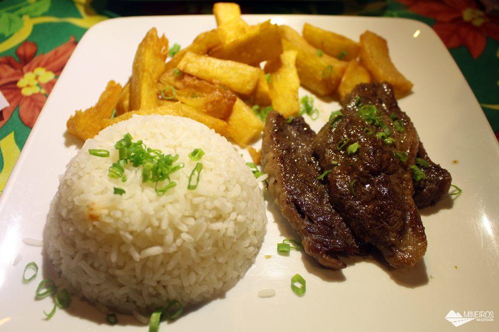 Picanha grelhada com arroz e mandioca frita, do taboa Bar, em Bonito, mato Grosso do Sul.