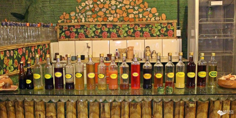As famosas cachaças e o artesanato da Taboa Fábrica de Encantos, em Bonito