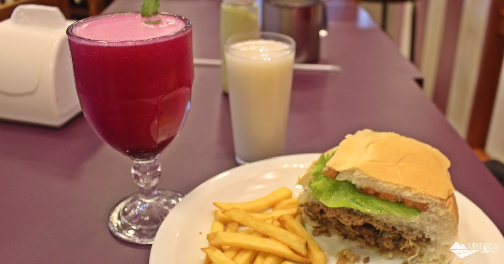 O Vício da Gula é uma lanchonete que serve refeições rápidas, caseiras e muito saborosas, em Bonito (MS).