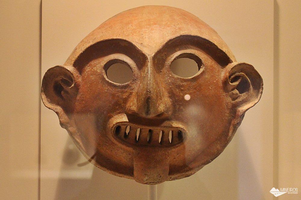 A Sala Formativa é a que tem os objetos mais antigos, datados de 1250 aC até 1 dC. São peças encontradas do litoral aos pés dos Andes e, em sua maioria, são vasos e potes de cerâmica, garrafas decoradas e pintura em branco e vermelho.