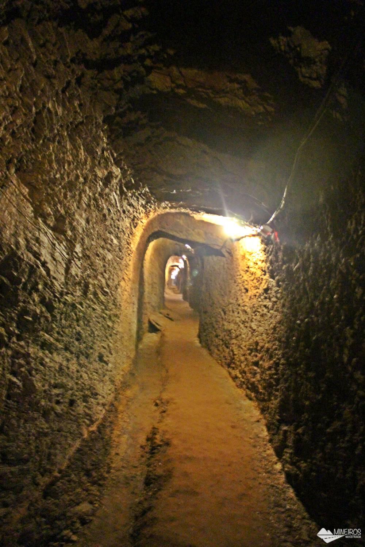 Como é a visita guiada à Mina du Veloso, um passeio não agradável, mas necessário para relembrar uma triste parte da nossa História.