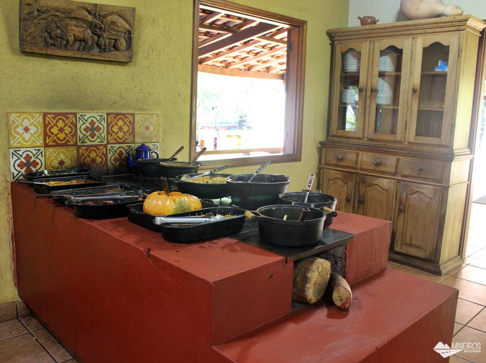 Almoço caseiro preparado para os visitantes do Recanto Ecológico Rio da Prata, em Bonito (MS).