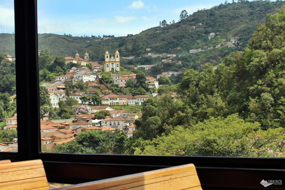 Igreja Nossa Senhora das Mercês e Perdões, vista durante o passeio de trem para Mariana.