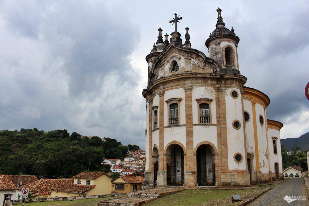 A Igreja Nossa Senhora do Rosário é a mais diferente de Ouro Preto, pois é arredondada.