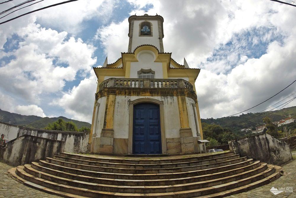 """No cemitério que fica nos fundos da Igreja São José, em Ouro Preto, está sepultado Bernardo Guimarães, autor de """"A Escrava Isaura"""", falecido em 1884."""