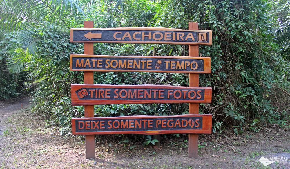 Nas Cachoeiras Serra da Bodoquena há trilhas, passeio de bote, uma pequena tirolesa aquática e balneário. Um almoço caseiro está incluído. Bodoquena fica a 70 km de Bonito, Mato Grosso do Sul, Centro-Oeste do Brasil.