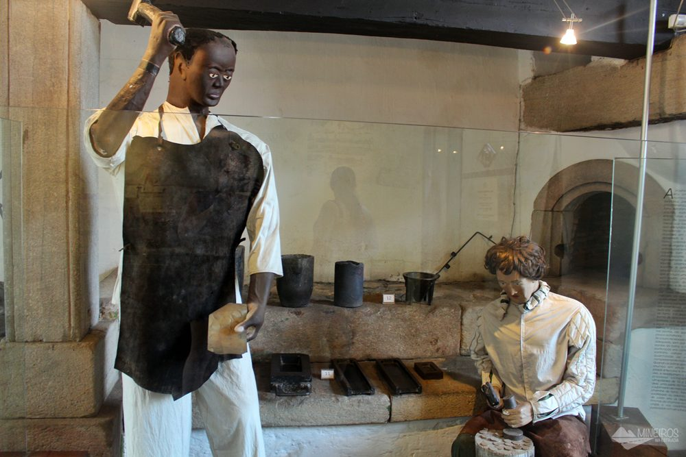 O Museu Casa dos Contos, em Ouro Preto, mostra o processo de fundição do ouro no Brasil Colônia, a evolução do Sistema Monetário Brasileiro e também a tristeza do período escravagista no país.