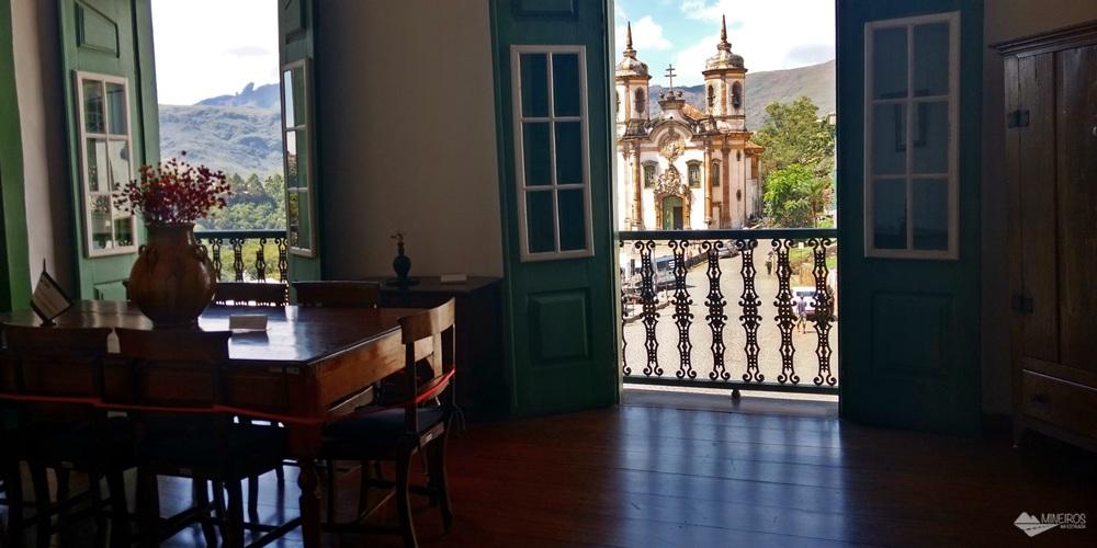 A Casa de Tomás Antônio Gonzaga, em Ouro Preto, o Poeta Inconfidente,é aberta à visitação. Há visitas guiadas de segunda a sexta e exposição de artesanato nos finais de semana.