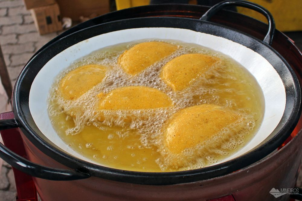 A Festa do Pastel de Angu acontece todos os anos na cidade de Itabirito, cidade a cerca de 60 km de Belo Horizonte.