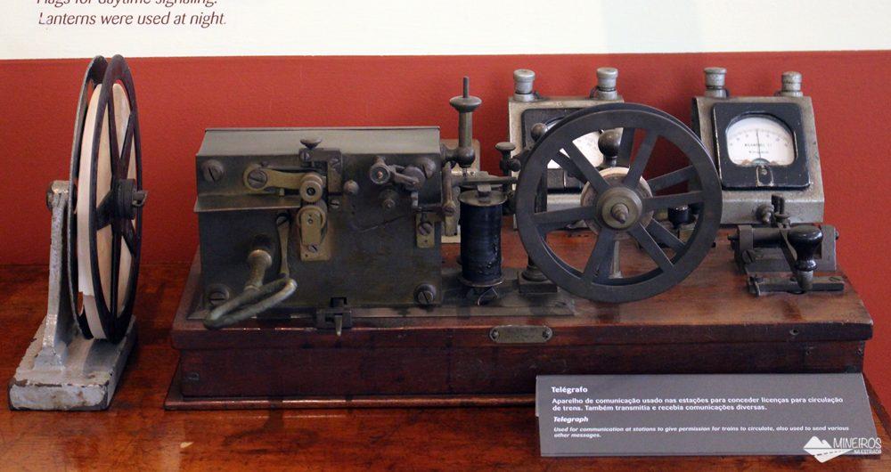 Telégrafo usado nas antigas estações da Estrada de Ferro Vitória-Minas, exposto no Museu Vale.