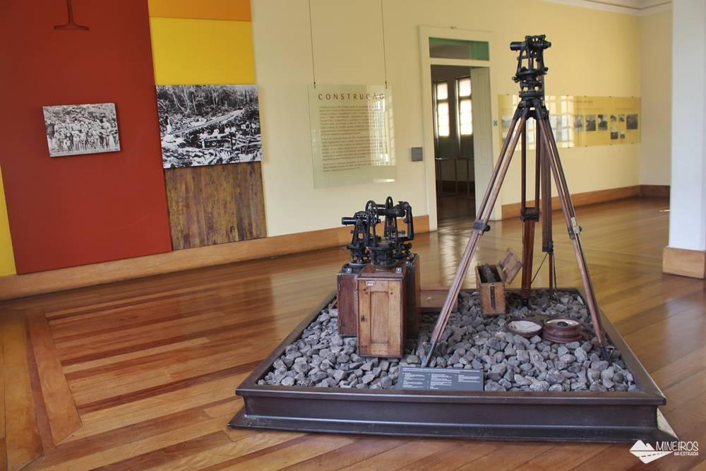 Antigos equipamentos usados na cosntrução da Estrada de Ferro Vitória-Minas, expostos no Museu Vale.
