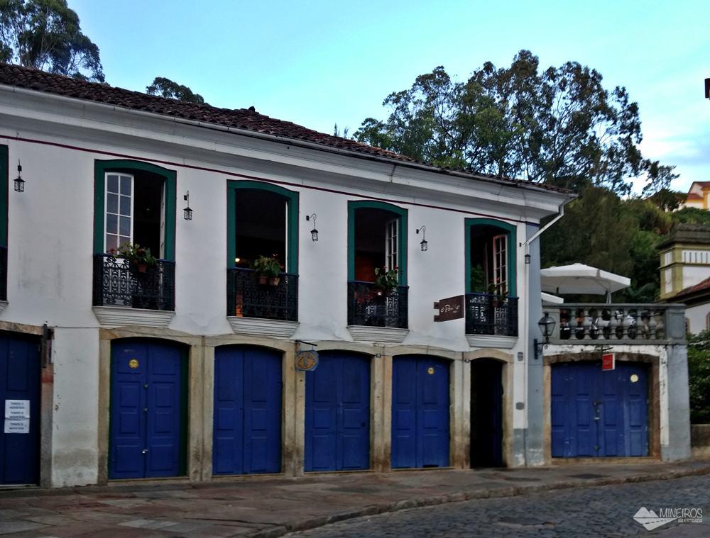O Passo Pizza Jazz é um restaurante que funciona em um lindo casarão no Centro Histórico de Ouro Preto e serve pizzas e outras refeições.