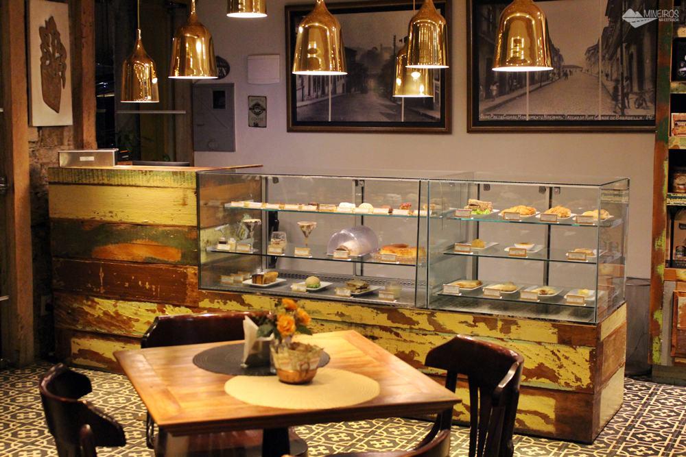 Ópera Café oferece lanches, refeições e sobremesas saborosas, pertinho da Praça Tiradentes, em Ouro Preto.
