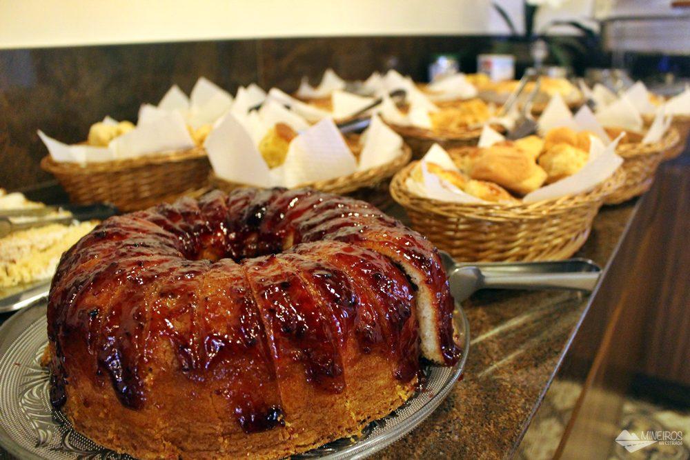 Café da manhã servido na Pousada Clássica, em Ouro Preto.