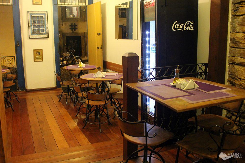 Parada do Conde é um bistrô famoso pelos crepes bem recheados, em Ouro Preto. Também serve refeições no almoço.