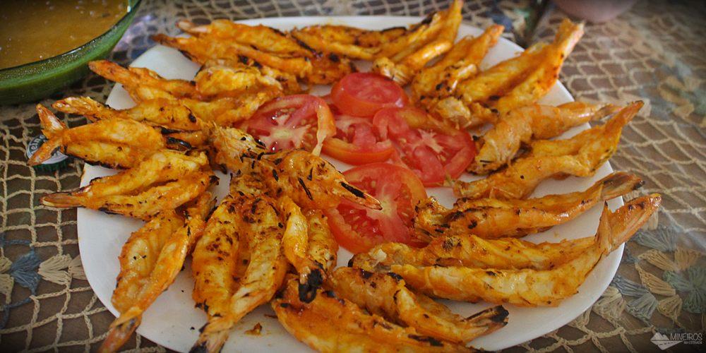 O passeio para Canto do Atins, nos Lençóis Maranhenses, tem parada para almoço em um dos restaurantes famosos pelo camarão grelhado. Nós almoçamos no restaurante do Antônio, que é chamado de Canto dos Lençóis.