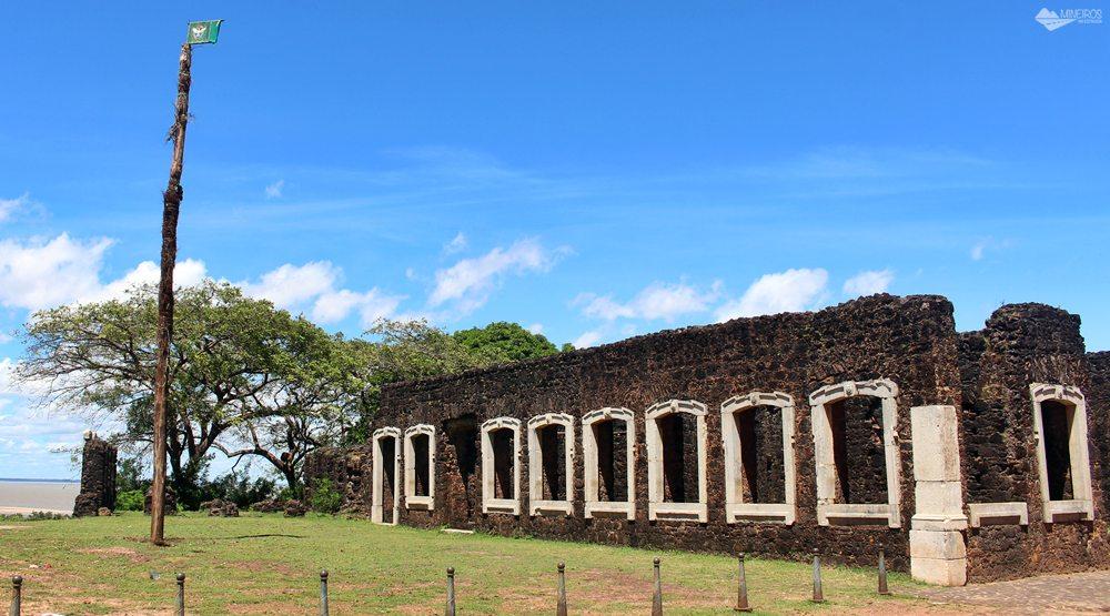Ruínas das casas que foram construídas para hospedar D.Pedro II, que nunca apareceu em Alcântara.