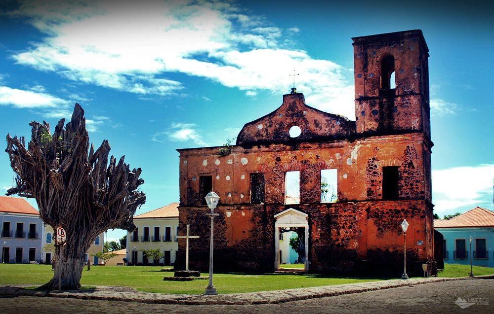 Ruínas da Igreja Matriz de São Matias, em Alcântara.