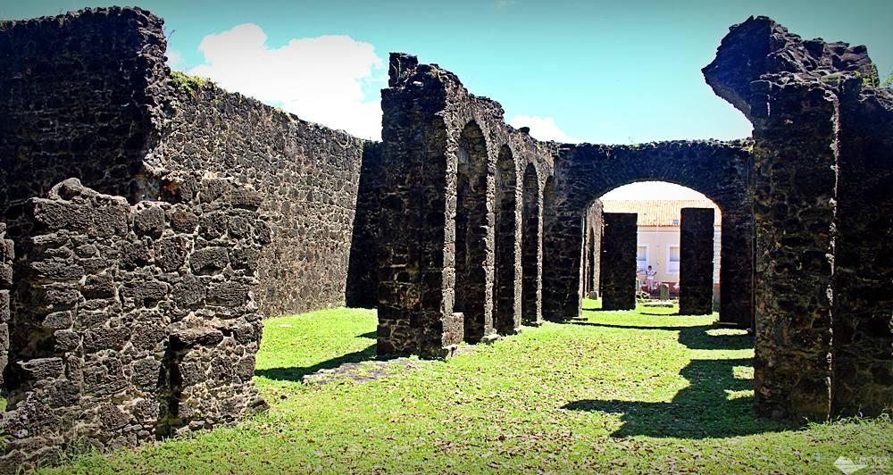 Ruínas das casas que foram feitas para receber D.Pedro II, em Alcântara, Maranhão.