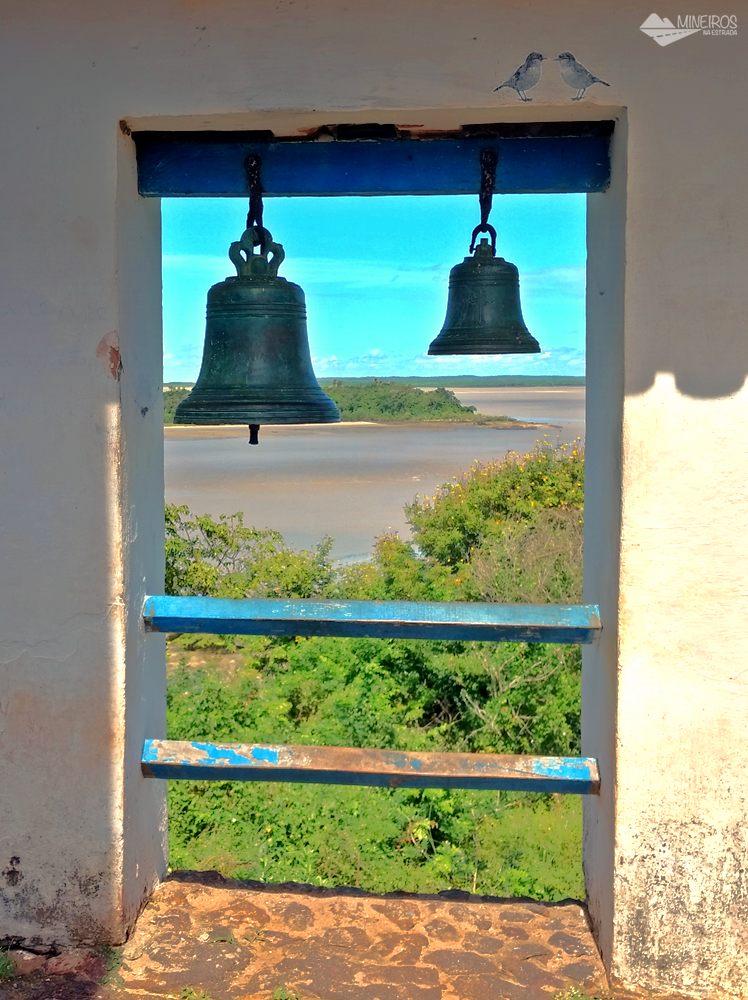 Sinos da Igreja do Desterro, em Alcântara.