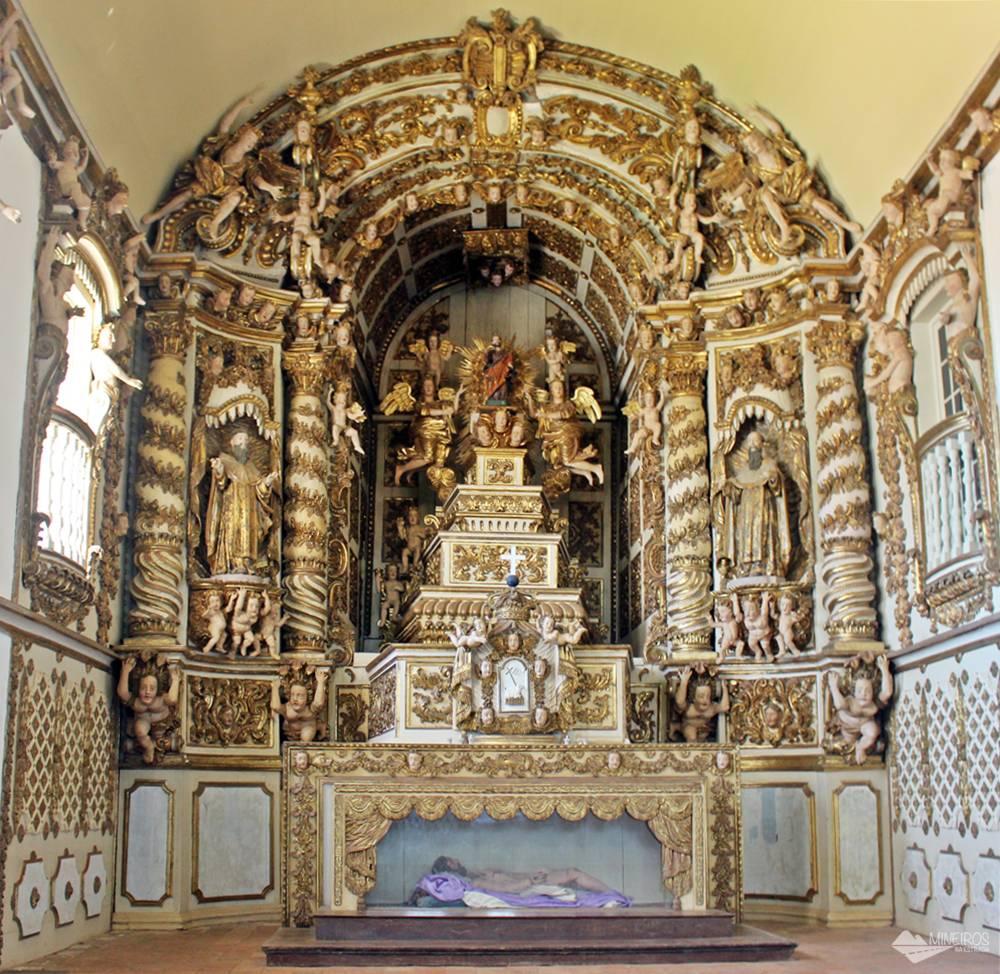 Interior da Igreja do Carmo, em Alcântara, Maranhão.