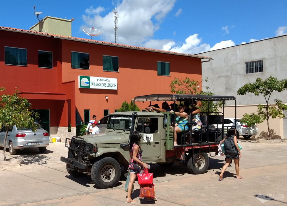 Veículos 4x4 credenciados fazem passeios no Parque Nacional dos Lençóis Maranhenses.