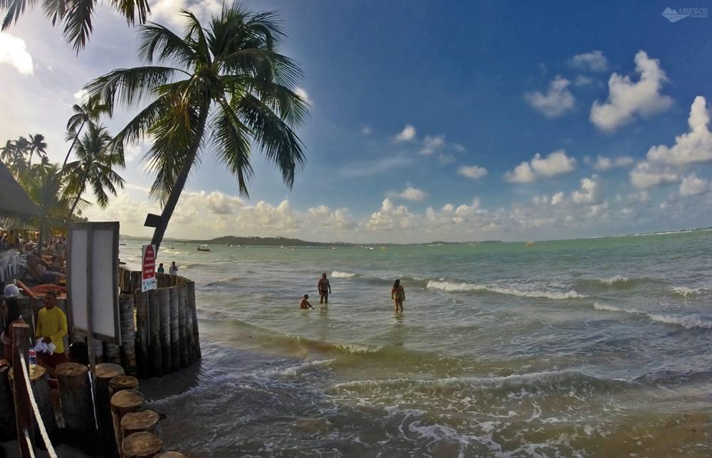 Maré alta na Praia dos Carneiros