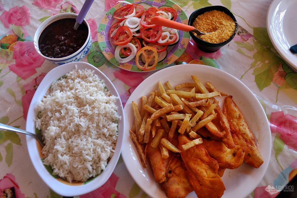 Refeição no Restaurante do Gordo, em Santo Amaro do Maranhão, nos Lençóis Maranhenses.
