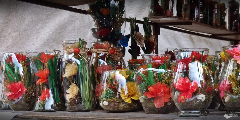 A Feira Hippie é a feira de artesanato dominical de Belo Horizonte, que acontece desde 1969, com mais de 2000 expositores.