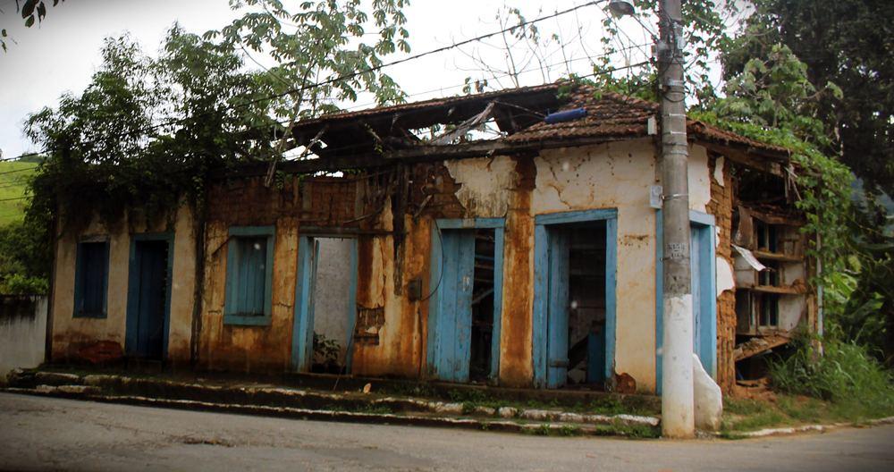 Antiga casa abandonada em Paraíba do Sul