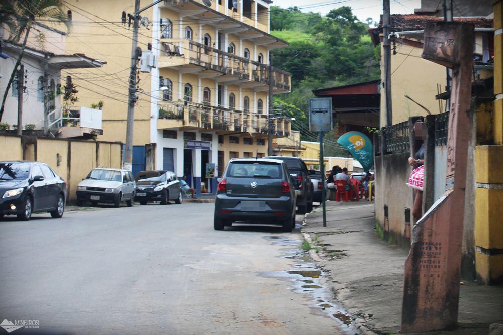 Em alguns trechos, a Estrada Real corta cidades.